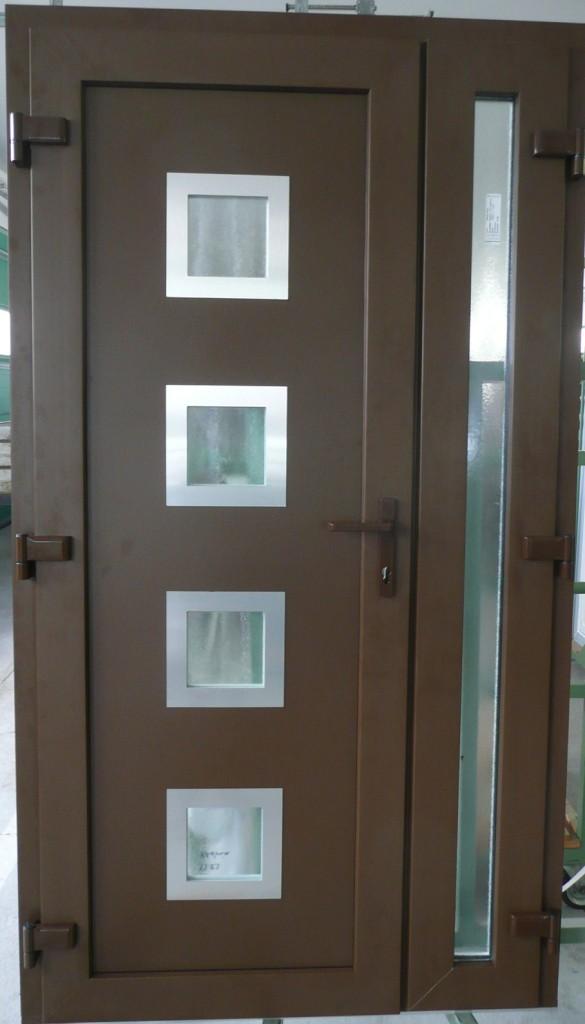 Barna bejárati ajtó